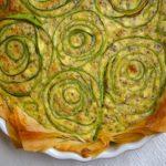 Torta fiorita di zucchine e olive al profumo di limone