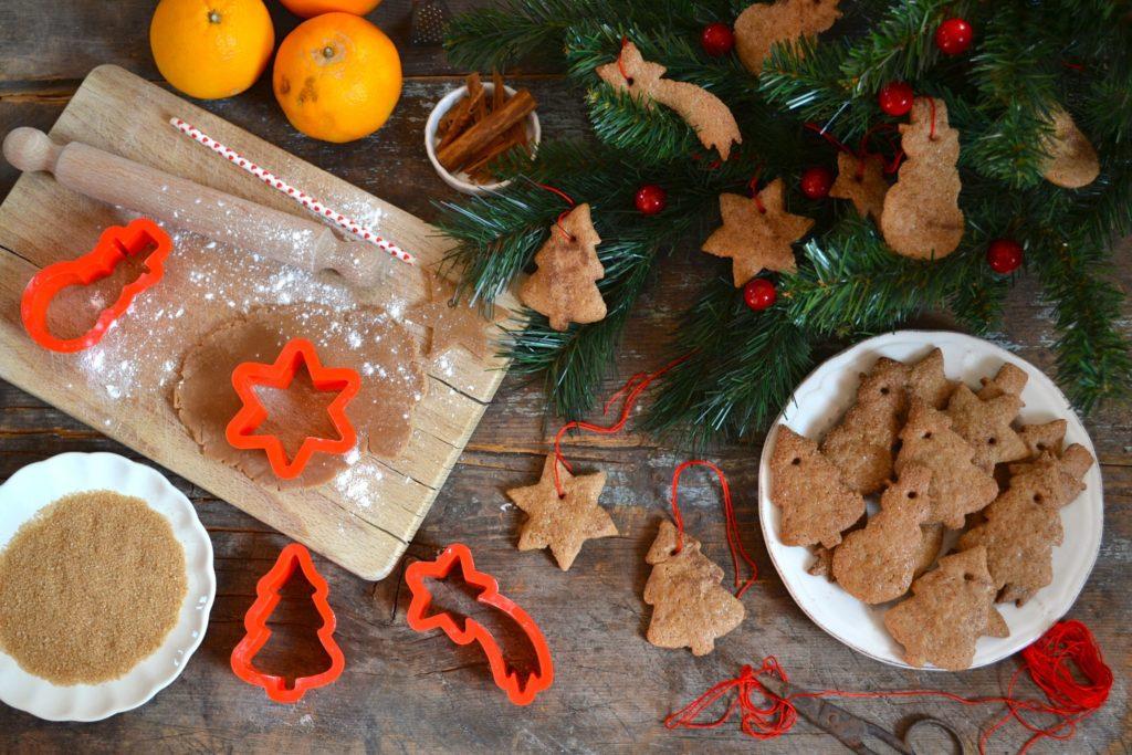 Biscotti da appendere all'albero di Natale (Arancia&Cannella)